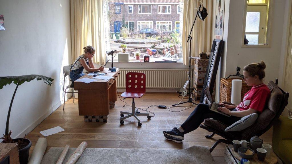Jeske en Renee op 'de redactie'