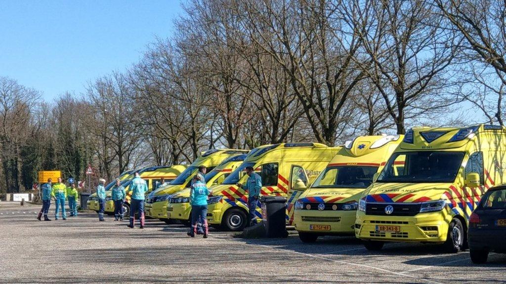 Ambulancebroeders uit Friesland halen coronapatienten op uit Brabant
