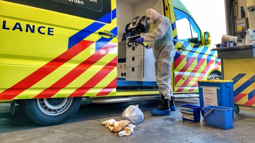 Ambulance wordt onstmet na vervoer mogelijk besmette patient
