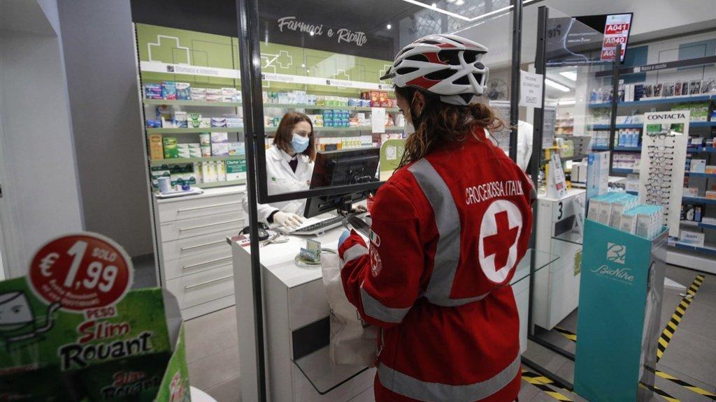 In Italië is naast de apotheek ook de tabakszaak open