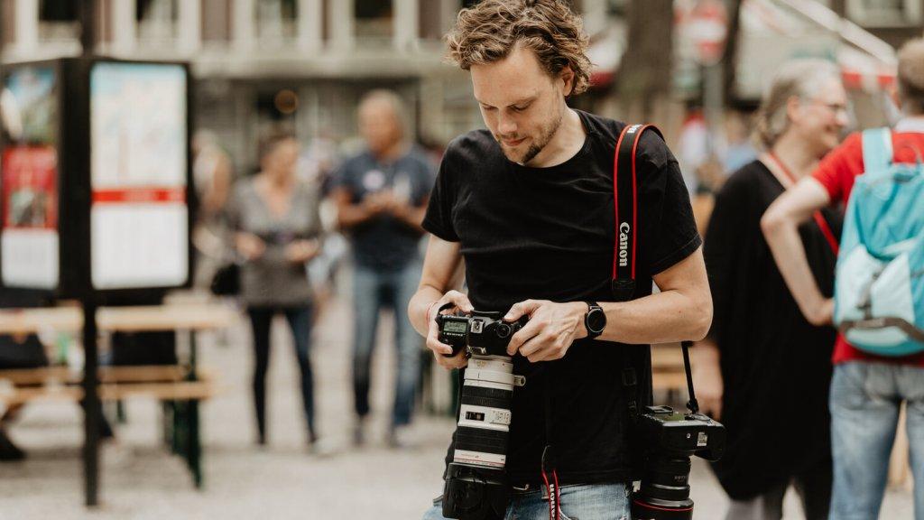 Concertfotograaf Wouter Vellekoop aan het werk.