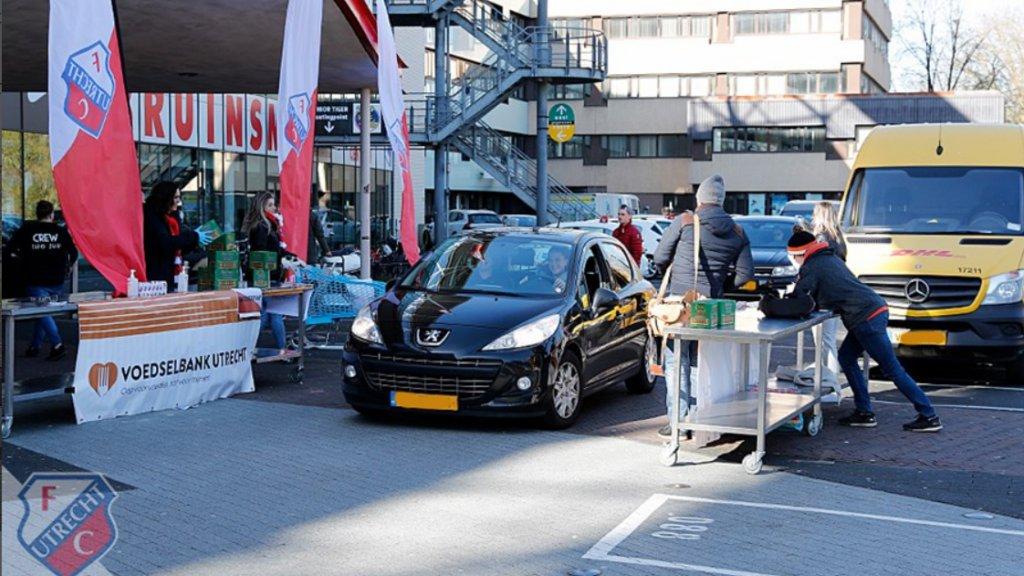 FC Utrecht organiseerde een drive-through voor de Voedselbank.