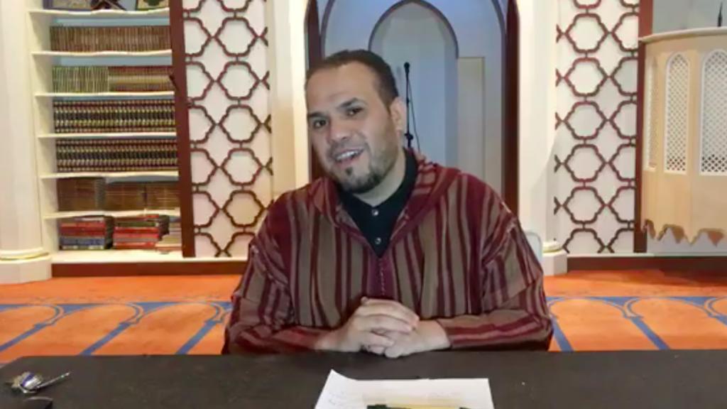 Imam Elforaki tijdens een livestream op Facebook.