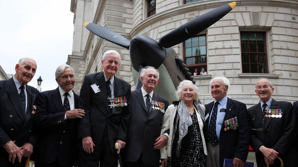 Een herdenking in 2010: nog altijd de 'forces sweetheart', het liefje van de troepen.