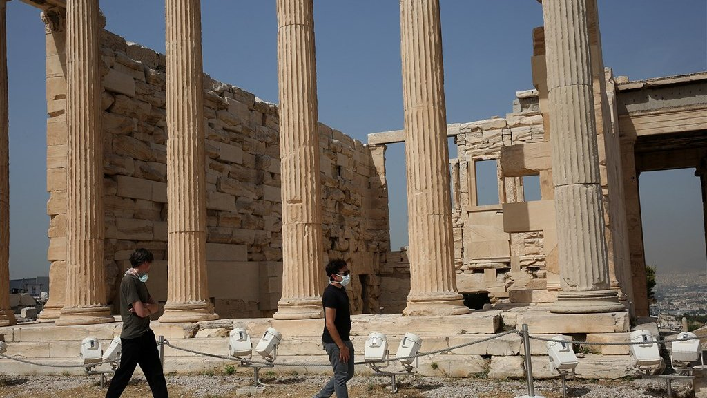 Volgens persbureau EPA zijn dit Nederlandse toeristen, die vandaag de Akropolis hebben bezocht.