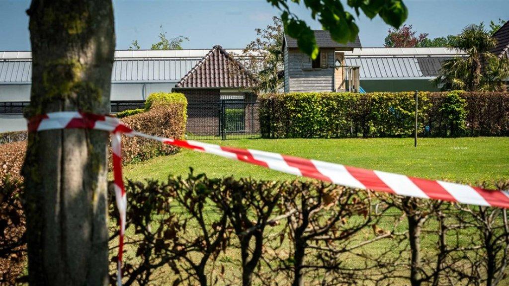 Linten bij een nertsenhouderij in Beek en Donk, eind april. De boerderij werd gesloten nadat bleek dat dieren besmet waren geraakt met het coronavirus.