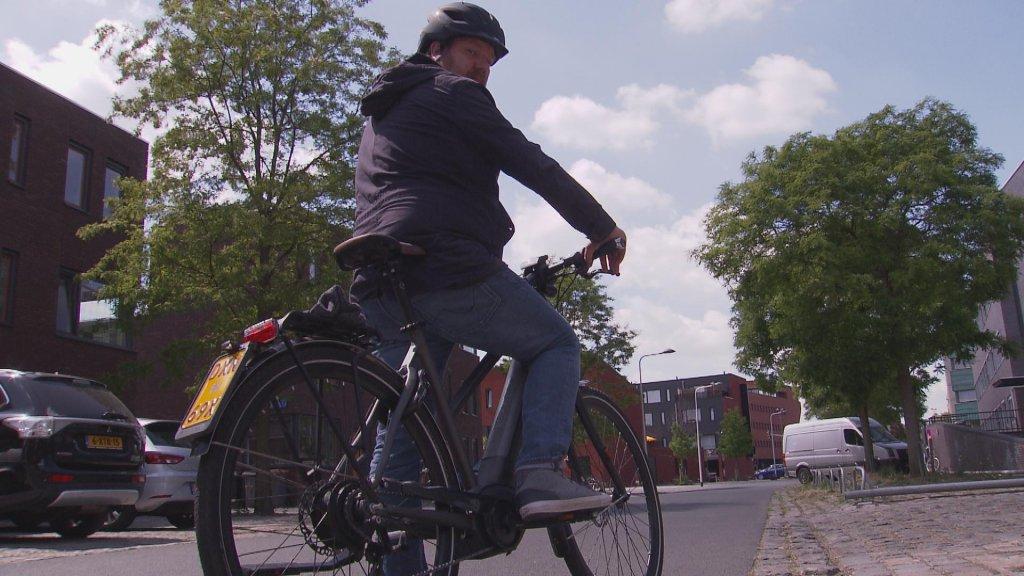 Vincent Wever ruilde de trein in voor de e-bike als test.