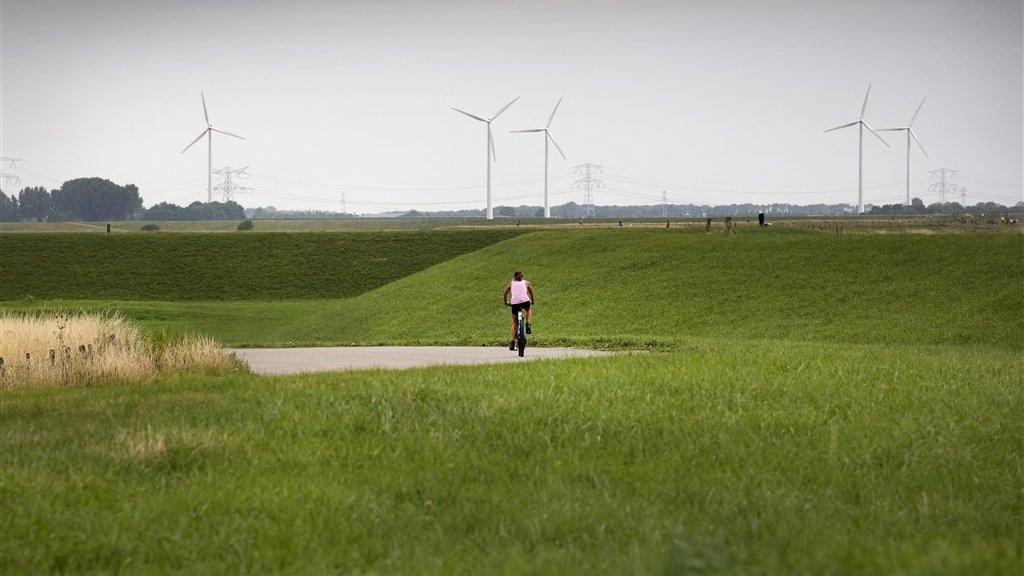 Een fietspad in de polder.