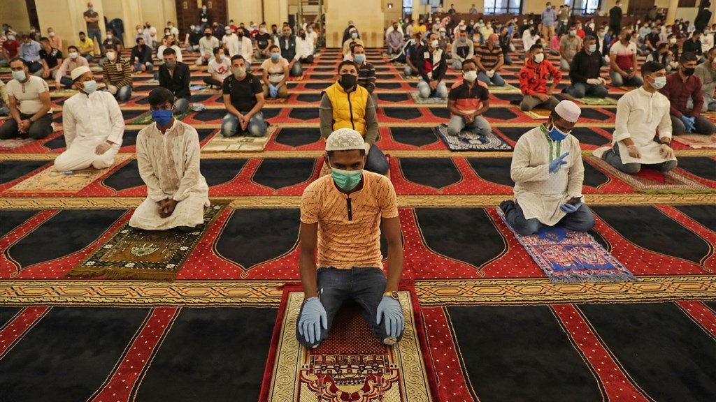 Met mondkapjes op vieren moslims in Beiroet Eid al-Fitr, het eind van de vastenmaand.