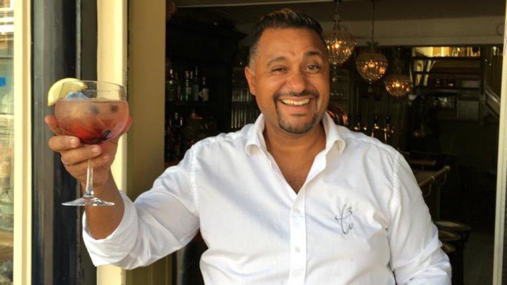 Haroun Nijman van café De Drie Weesgegroetjes houdt de deur op 1 juni dicht.