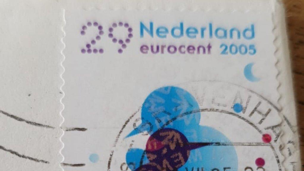 De postzegel.