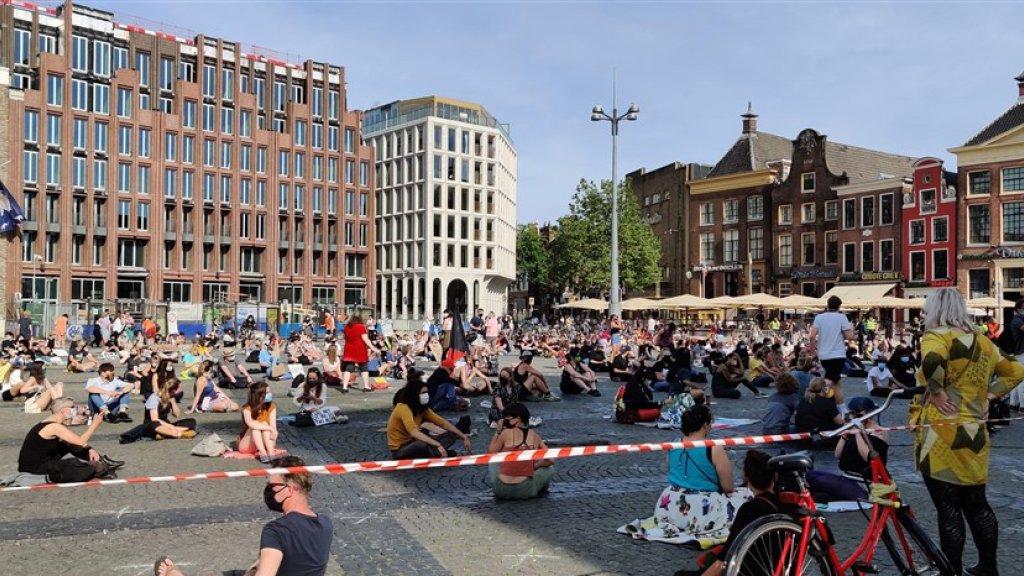 Op de Grote Markt in Groningen kwamen achthonderd demonstranten bijeen.