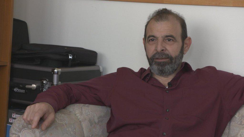 Asielzoeker Anwar al-Bunni stond oog in oog met man die hem martelde.