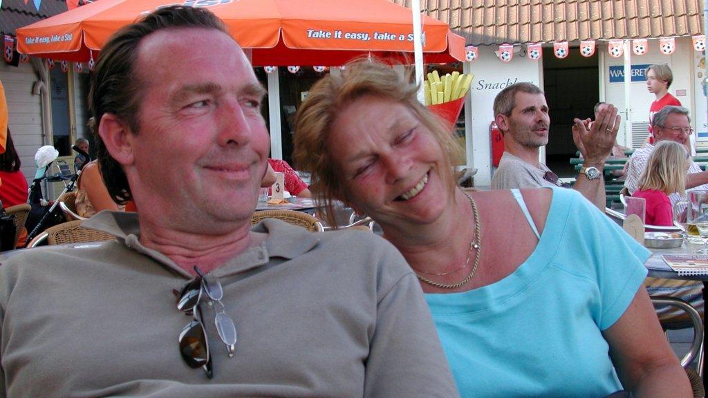 Ronald, samen met zijn vrouw Mieke, de stiefmoeder van Thomas.