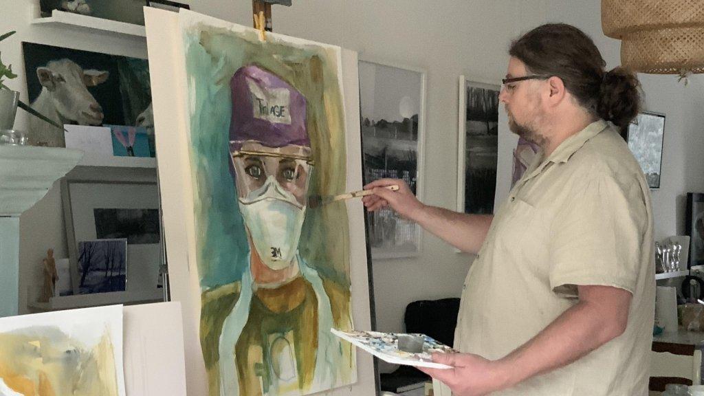 Marco aan het werk in zijn atelier.