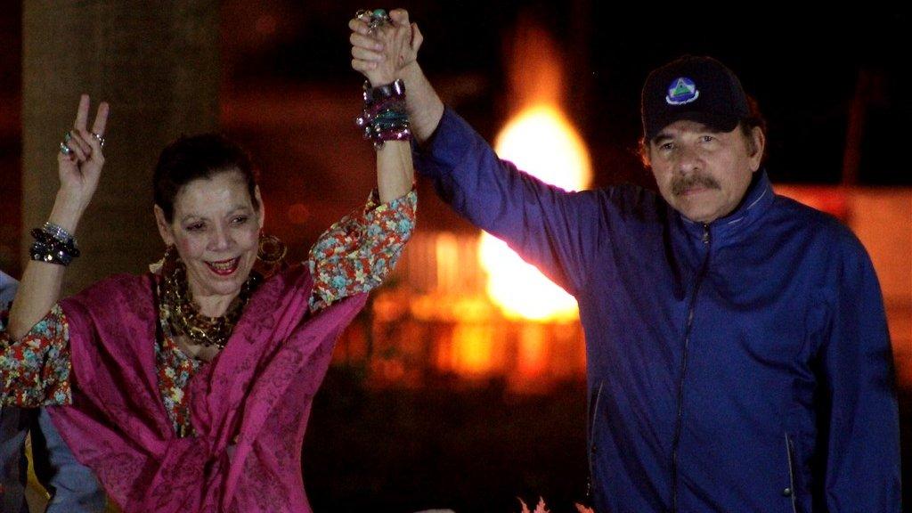 Nicaragua's president Daniel Ortega (r) en zijn vrouw Rosario Murillo