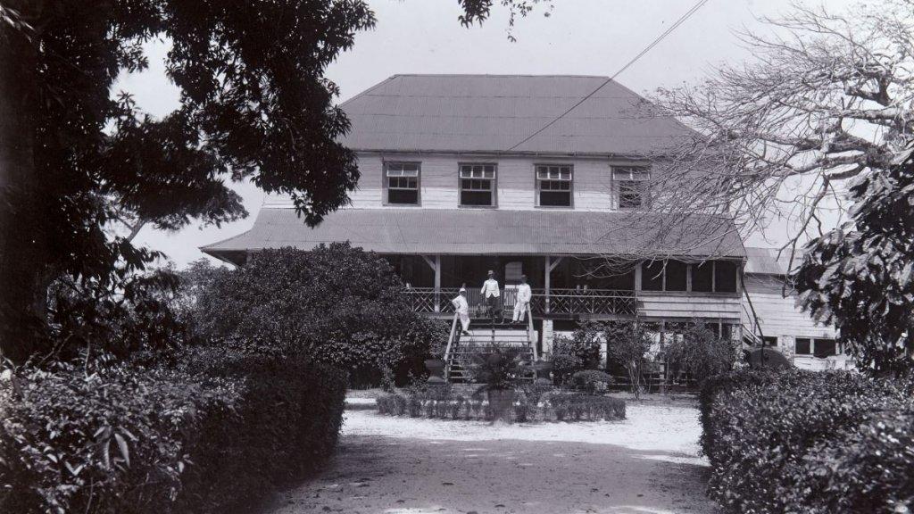 Het plantagehuis op plantage Alliance tussen 1904-1928