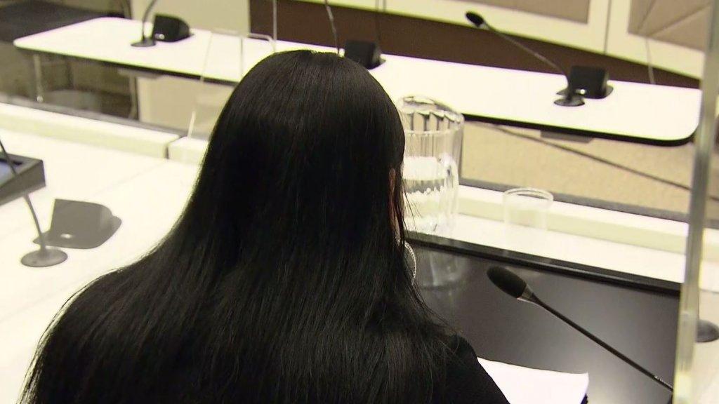 De moeder van Orlando, vanmiddag in de rechtbank.