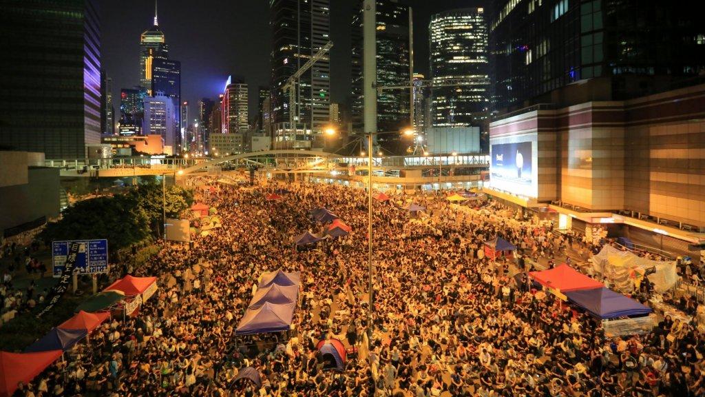 Ruim twee maanden houdt de paraplubeweging van tienduizenden jongeren en studenten eind 2014 stand.