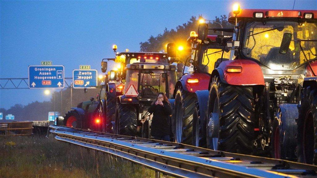Boze boeren voeren verspreid over het land actie