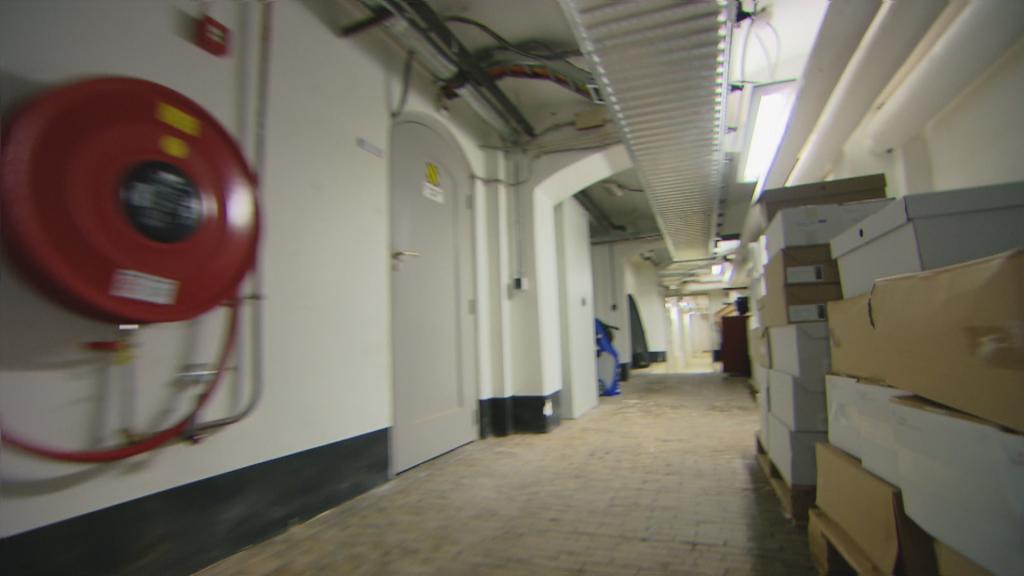 De grafkelders onder de Eerste Kamer zijn inmiddels dichtgemetseld.
