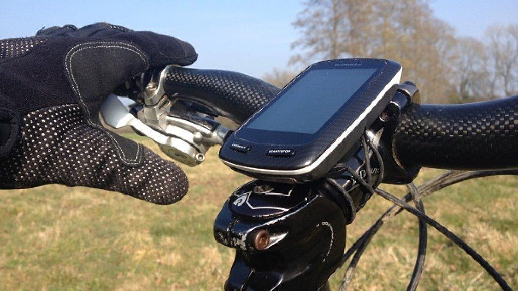 Een fietscomputer van Garmin. Gebruikers moeten hun activiteiten voorlopig handmatig uploaden.