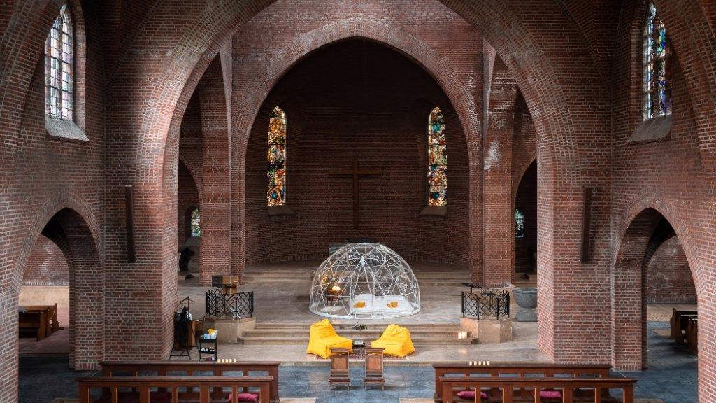 Uitzicht vanaf het koor in de Maria Boodschapkerk.