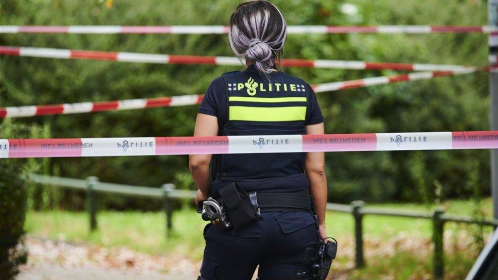Een agent bij de plek waar Seewald werd neergeschoten.
