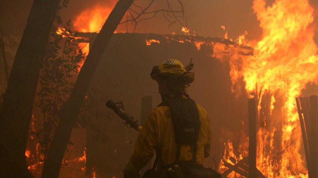 De brandweer moet vaak machteloos toekijken.
