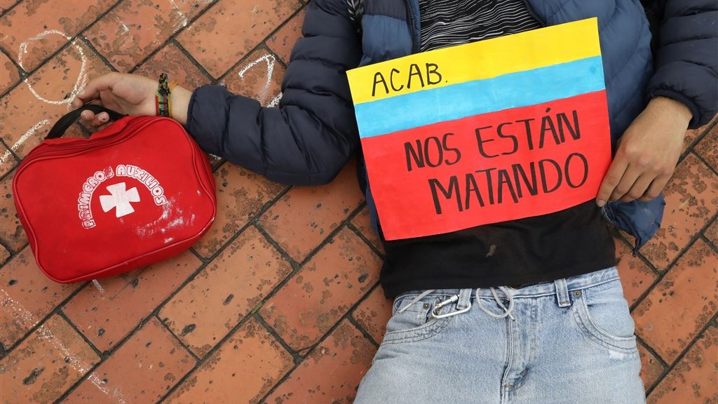 'Ze vermoorden ons': door te liggen en net doen alsof ze zijn neergeschoten eisen Colombianen actie van de regering