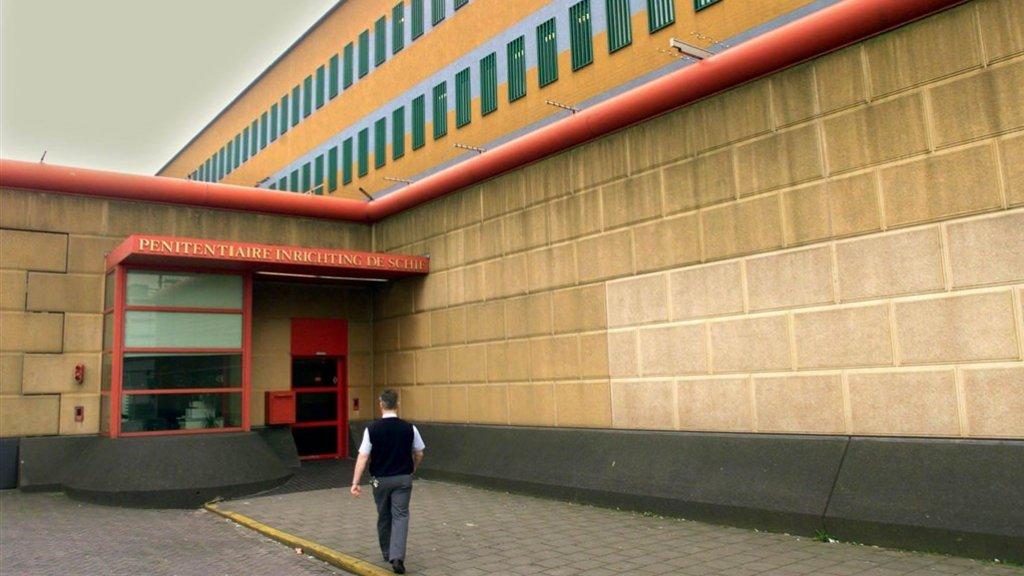 Cipiers De Schie openden poort voor pizzakoerier.