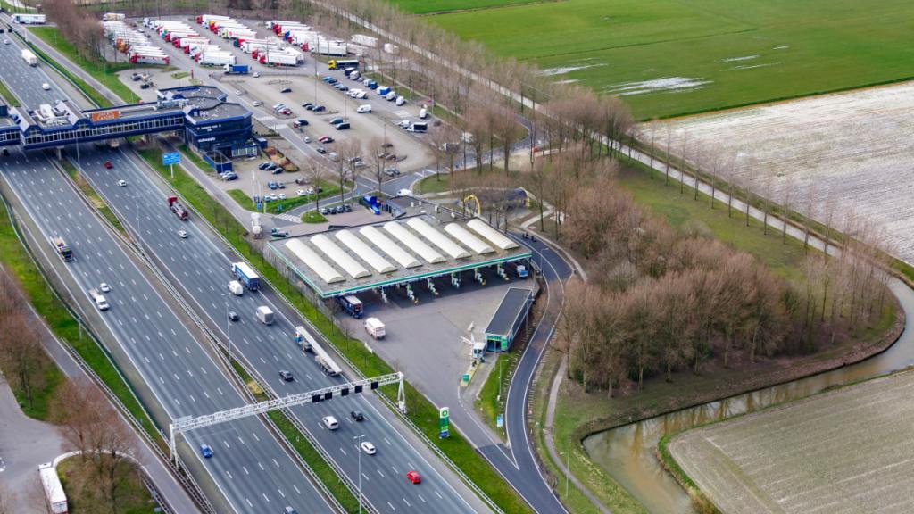 Het welbekende tankstation langs de A4 in de buurt van Schiphol dat wordt geëxploiteerd door het bedrijf Kok & Zonen.