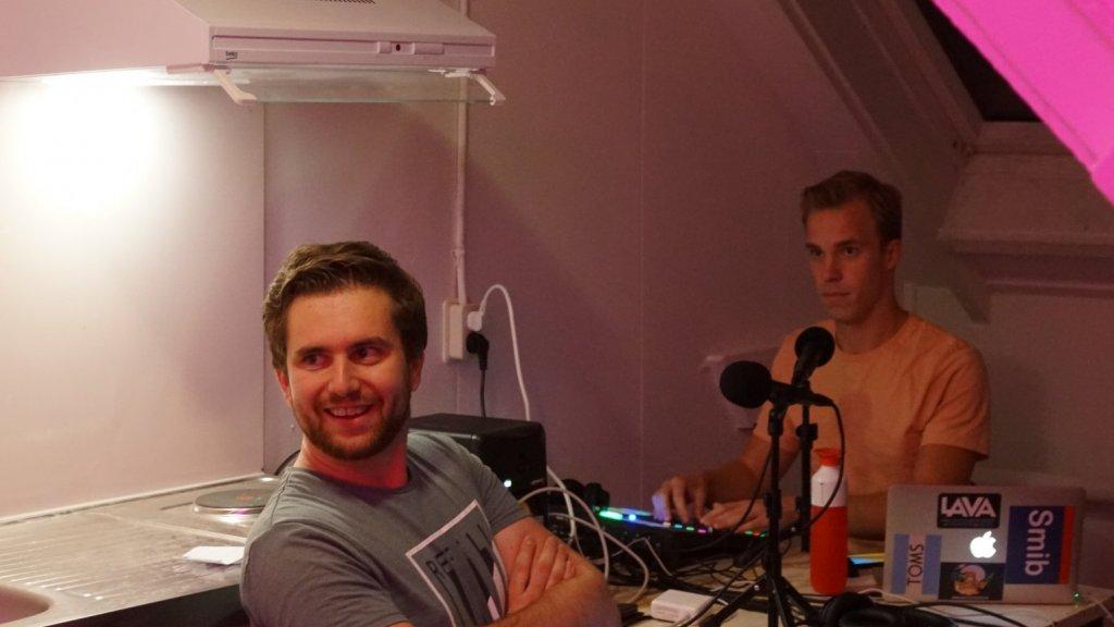 Sjoerd en Erik met hun podcastapparatuur