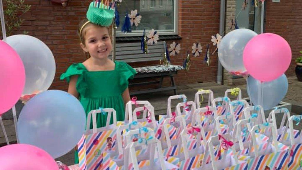 Kimber organiseerde een drive-by party voor haar jarige dochter.