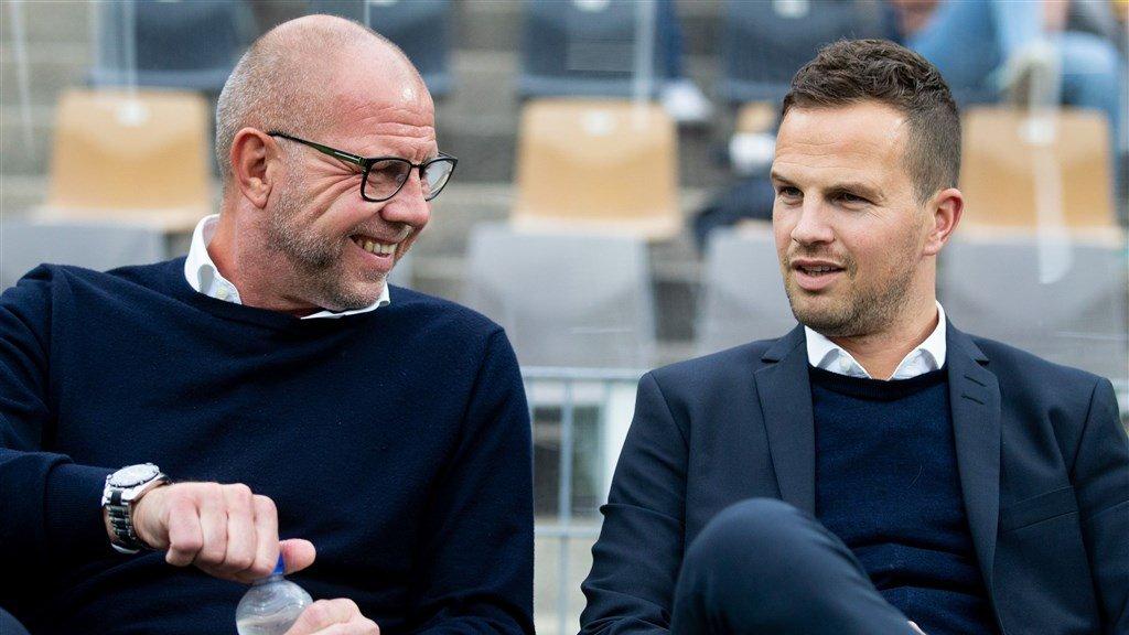 RKC coach Fred Grim (links) en Frank van Mosselveld (rechts).