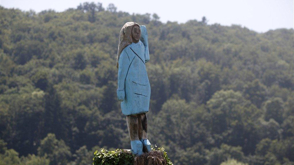 Het houten beeld dat tot voor kort te zien was bij Sevnica, Slovenië.