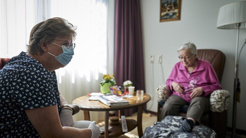 Verpleegkundigenbond is 'geschokt' door berichtgeving mondkapjes