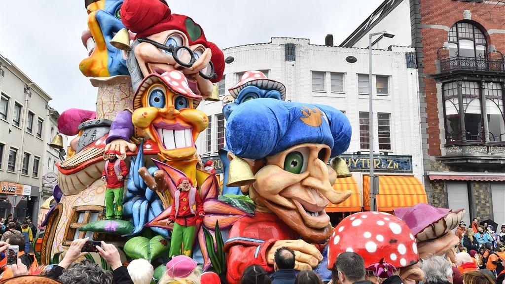 In veel steden worden optochten tijdens carnaval afgelast.