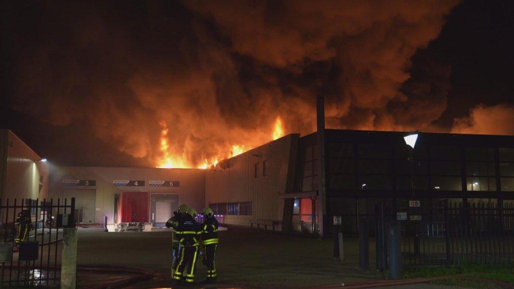 Brand bleef beperkt tot één bedrijf en sloeg niet over.