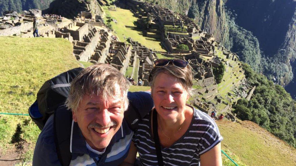 Vader en moeder Benny en Ingrid bij de Machu Picchu in Peru.