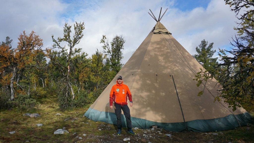 Dennis Daselaar tijdens het kamperen in de Zweedse wildernis.