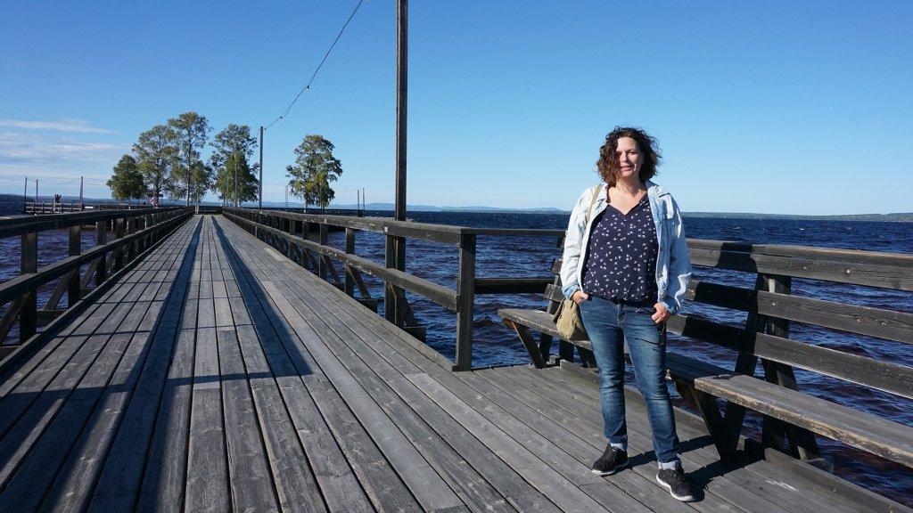 Eline Warmelink op de pier van Rättvik.
