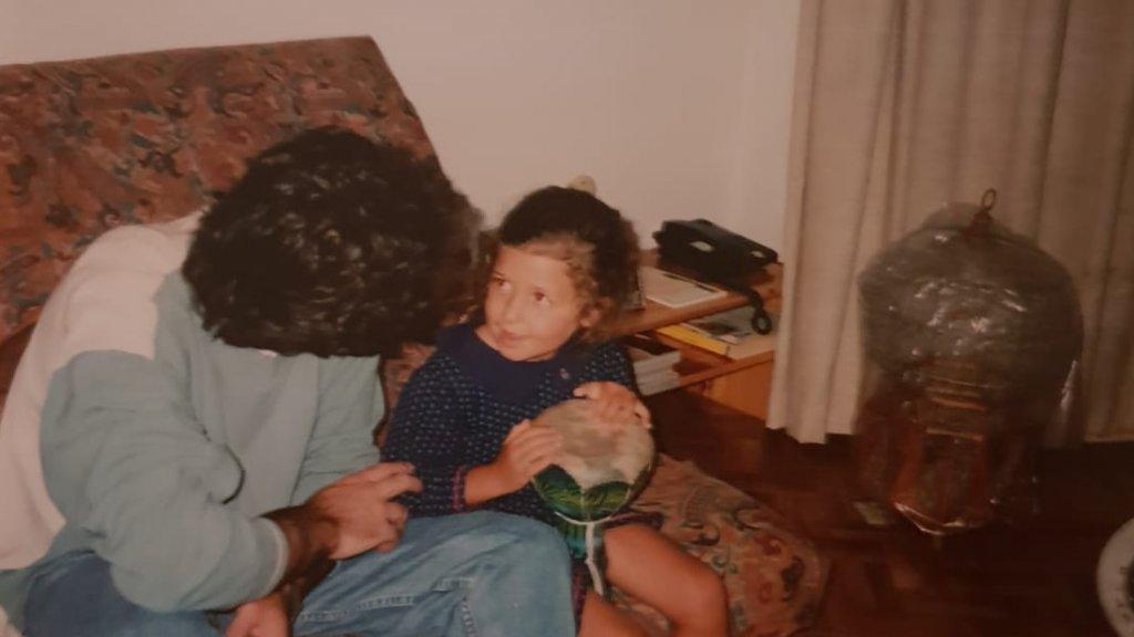 Rihana als klein meisje met haar vader. De twee hadden een goede band.