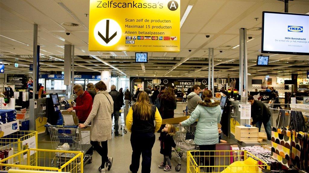 Ook bij Ikea kun je zelf je spullen scannen.