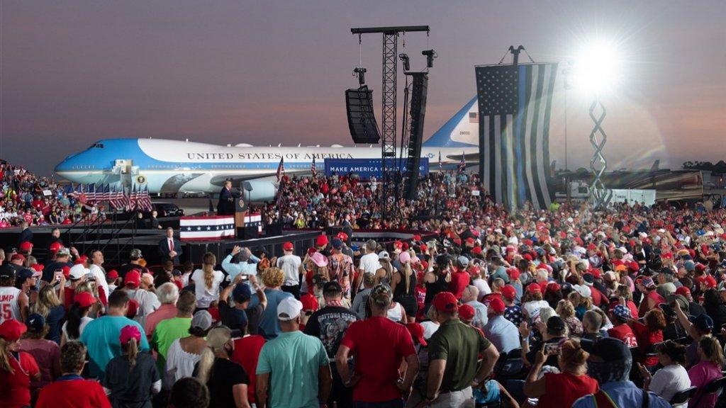 De eerste rally sinds Trump werd getroffen door het coronavirus.