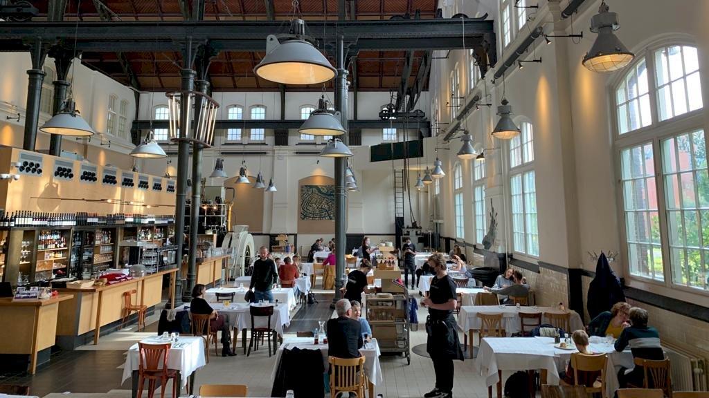 Café-restaurant Amsterdam met maximaal dertig personen binnen.