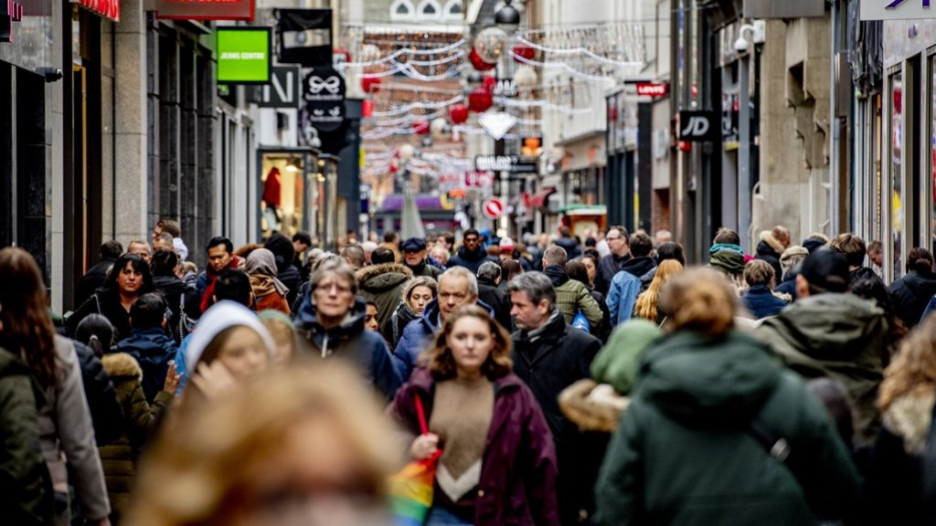 In januari vonden we het hooguit nog 'wat druk' als we volle winkelstraten zagen.