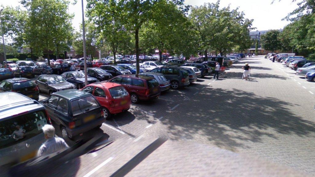De parkeerplaats stond helemaal vol tijdens de schietpartij.