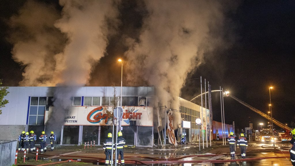 Bij de brand kwam veel rook vrij.