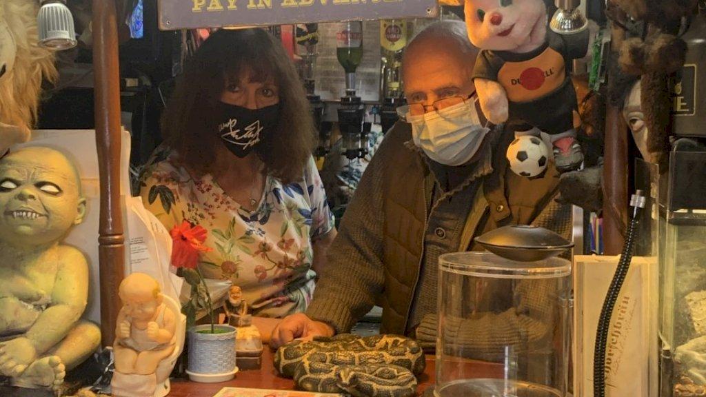 In winkels en op straat een mondkapje op. In Duitsland is er veel minder discussie over.